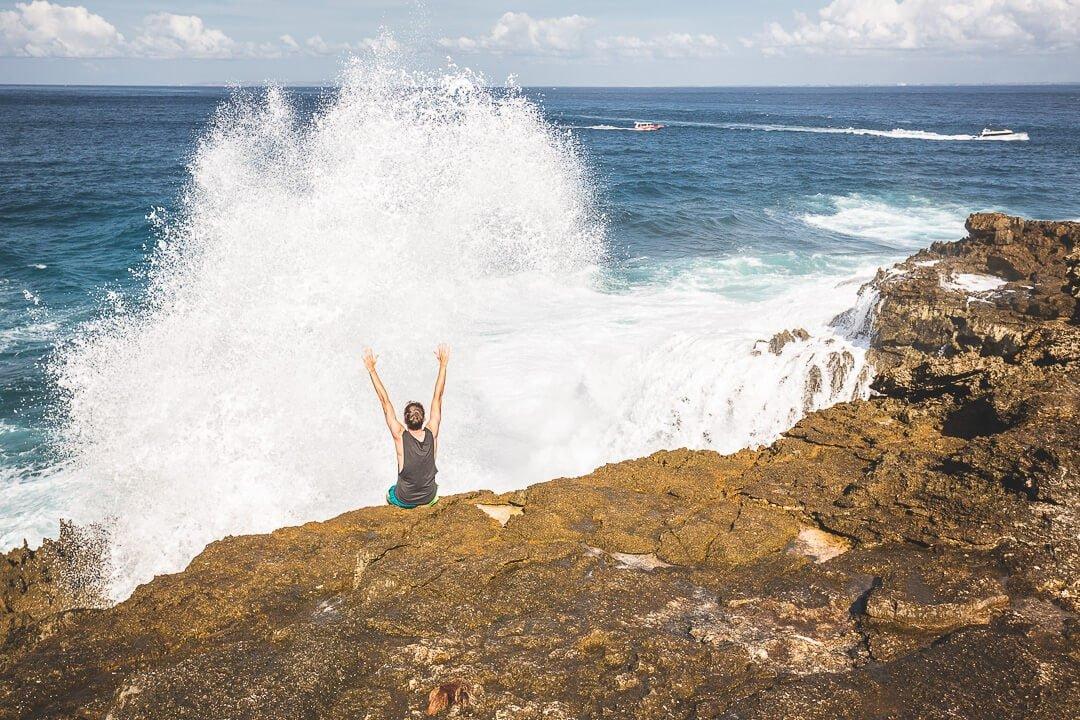 Big waves splashing up at Cliff Point on Nusa Lembongan