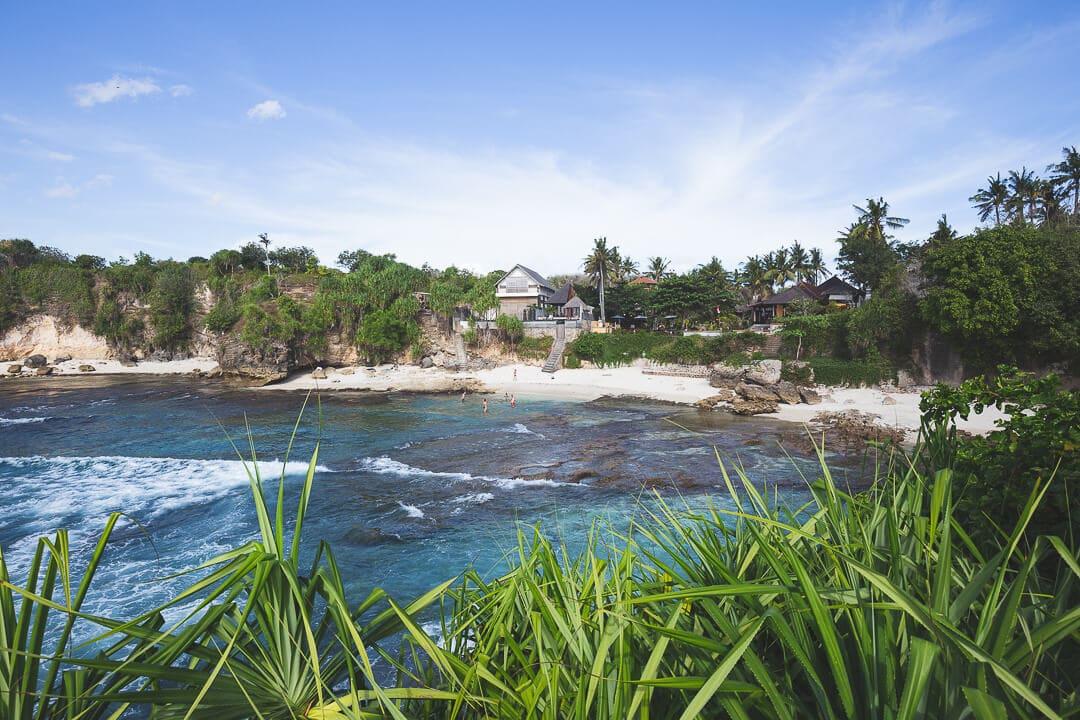 Secret point beach on Nusa Ceningan in Bali, Indonesia