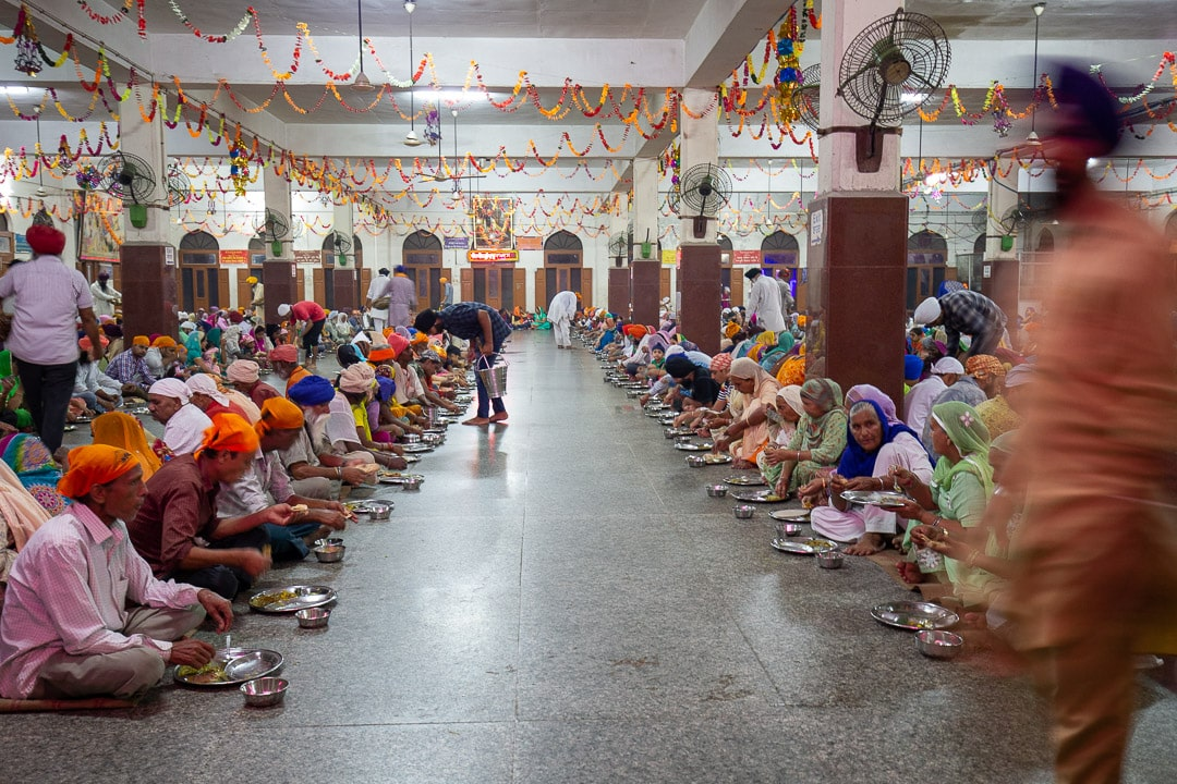 langar hall gurudwara amritsar